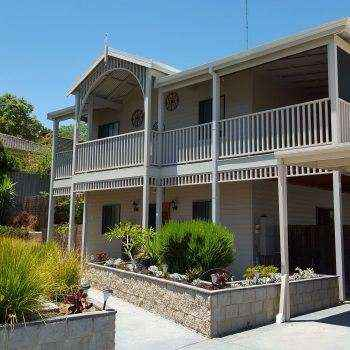 Coolgardie style house with balcony.