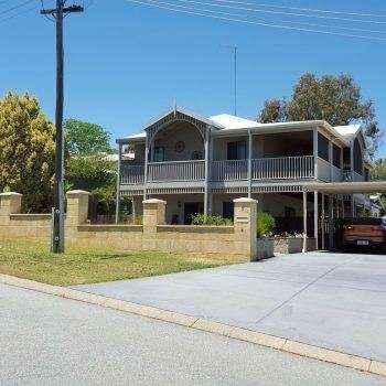 Coolgardie style home with carport views.